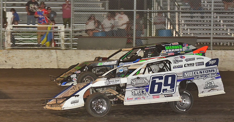 Lucas Schott (69) edged alex Williamson (15) at the finish line to win the USRA Modified main event.